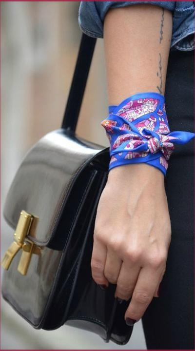 amarrar lenço no pulso confere estilo e ousadia