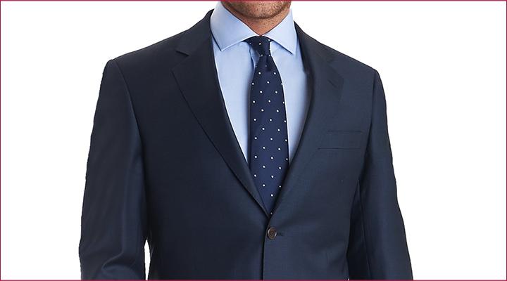terno escuro com camisa e gravata